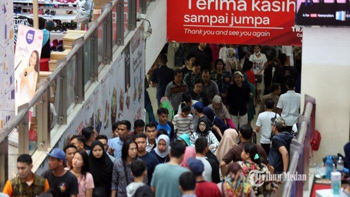 FOTO-FOTO Dua Hari Jelang Lebaran, Pusat Perbelanjaan di Medan Dipadati Warga - ramai-pengunjung-mal-2.jpg