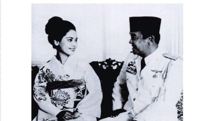 Potret Ratna Sari Dewi Soekarno kenakan kimono