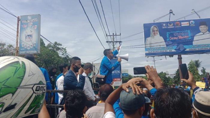 Ratusan mahasiswa gabungan di Binjai melakukan aksi unjuk rasa menolak keras UU Omnibus Law Cipta Kerja di depan Kantor DPRD Binjai, Jumat (9/10/2020)
