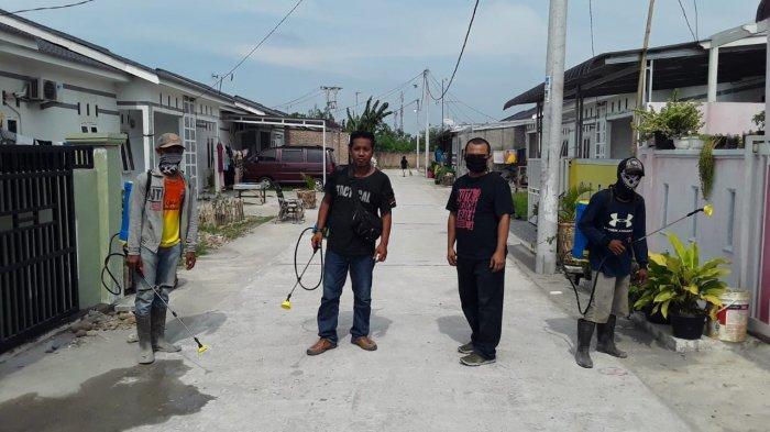 Ray Pendopo Semprotkan Disinfektan di Tujuh Kawasan Perumahan di Deliserdang