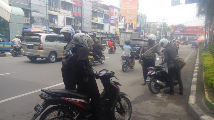 Ada Razia Besar-Besaran di Jalan Gatot Subroto, Lengkapi Surat-surat Kendaraan Anda
