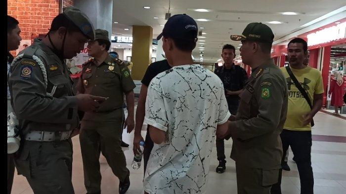 Antisipasi Penyebaran Covid-19, Petugas Satpol PP Medan Razia Anak Sekolah di Mal dan Warnet