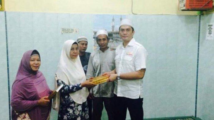 Relawan Nasution Eramas Sumbang AC ke Masjid untuk Kenyamanan Jemaah Beribadah