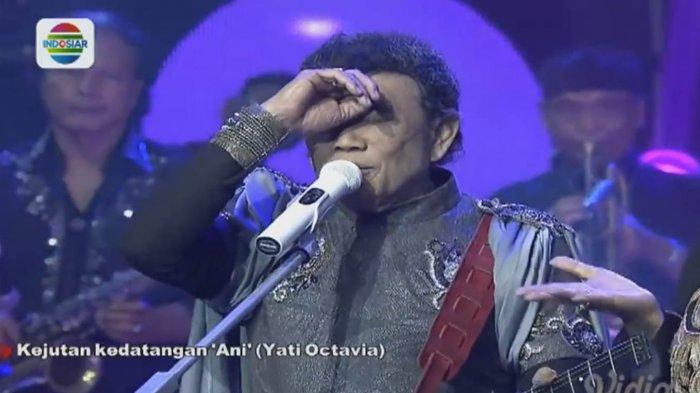 Rhoma Irama saat melakukan konser live di Indosiar