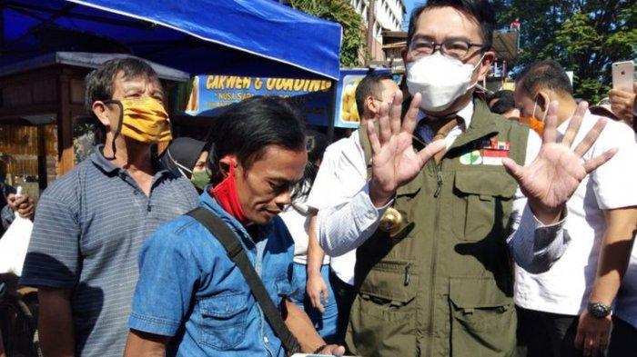 Ridwan Kamil datang ke warung odading Mang Oleh