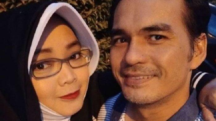 Rina Gunawan dan suaminya Teddy Syah