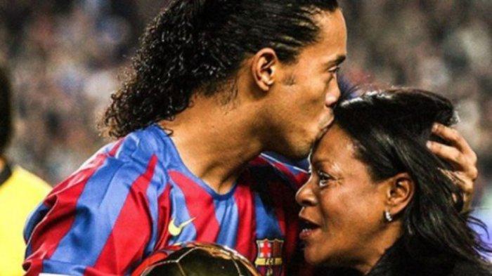 Ronaldinho dan ibunya -