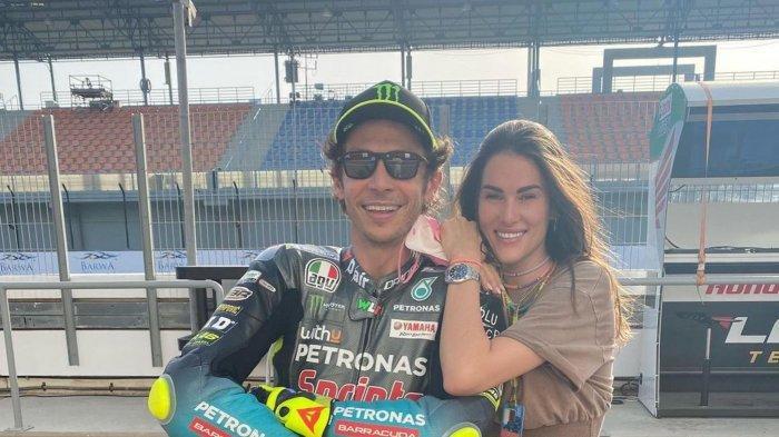 TERNYATA Pacar Valentino Rossi Pernah jadi Korban Pelecehan,Jika Terlihat Cantik dan Bodoh Habislah