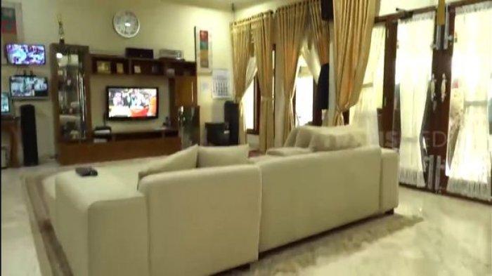 Ruang Tengah Rumah Tukul Arwana11