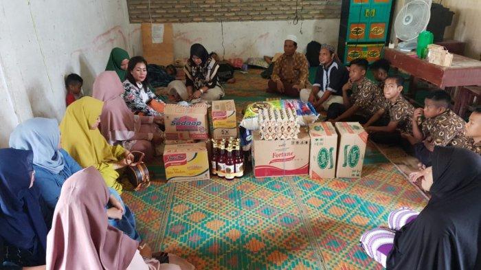 Rukun Wanita Bank Sumut Cabang Limapuluh Berikan Paket Sumbangan ke Panti Asuhan di Tanjung Tiram