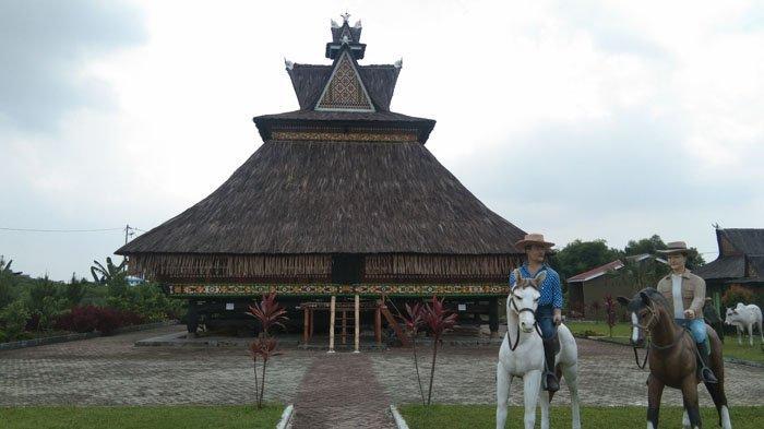 Rumah Adat Karo, Siwaluh Jabu, yang terletak di Jalan Bunga Herba 5 Nomor 89 Kota Medan, Rabu (11/3/2020).