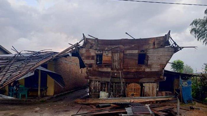 Ganasnya Puting Beliung Toba, Hermina Wanita Sepuh Tewas Tertimpa Material, Puluhan Rumah Rusak