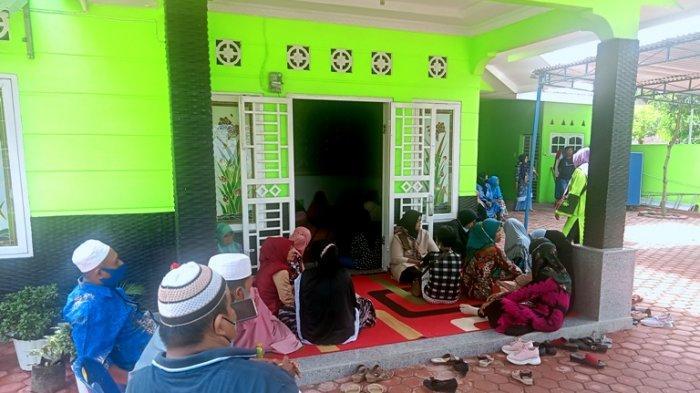 Tangis Istri Wartawan Ditembak Mati OTK Pecah, Pelayat Berdatangan Sampaikan Ucapan Duka