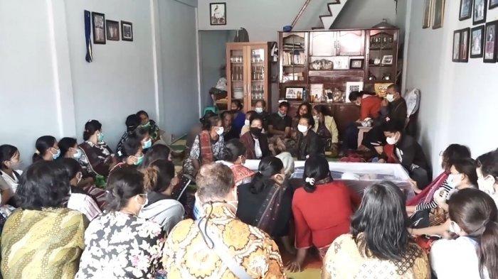 BREAKING NEWS Hari Ini Guru SD di Toba yang Tewas Dibantai Dimakamkan Secara Adat