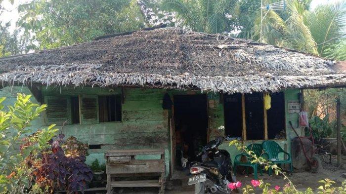 Rumah M Nur sebelum dibangun terlihat dari depan.