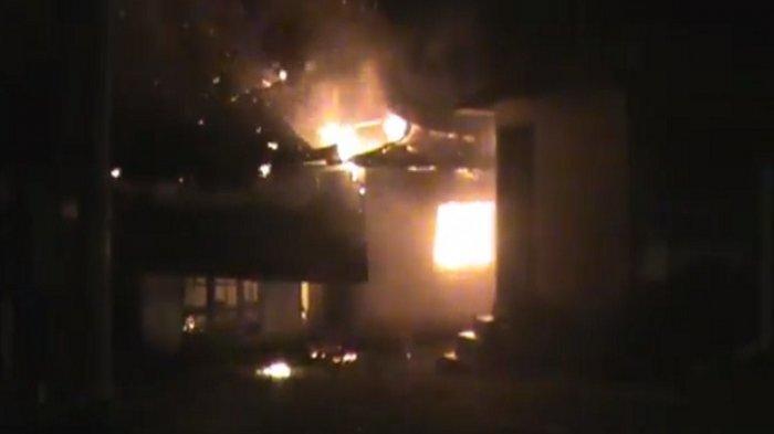 BENTROK Warga 2 Desa di Batang Angkola Tapsel, Rumah dan Sepeda Motor Dibakar Massa