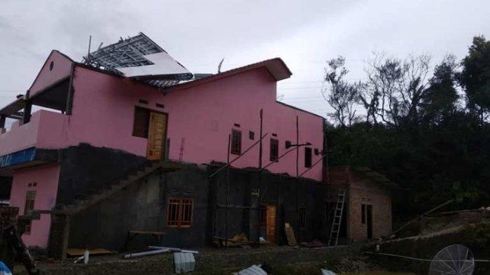 Warga: Mengerikan Hembusan Anginnya Berputar-putar! Tujuh Rumah Rusak Diterjang Puting Beliung