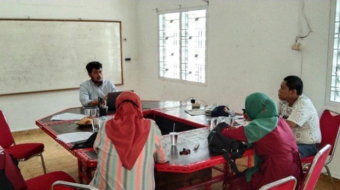 Konferensi pers terkait permasalahan sampah di kota Medan selama 100 hari kerja Bobby Nasution di Sekretariat SAHdaR Jalan Bilal Ujung Gang Arimbi Nomor 1, Kecamatan Medan Timur, Kamis (10/6/2021).