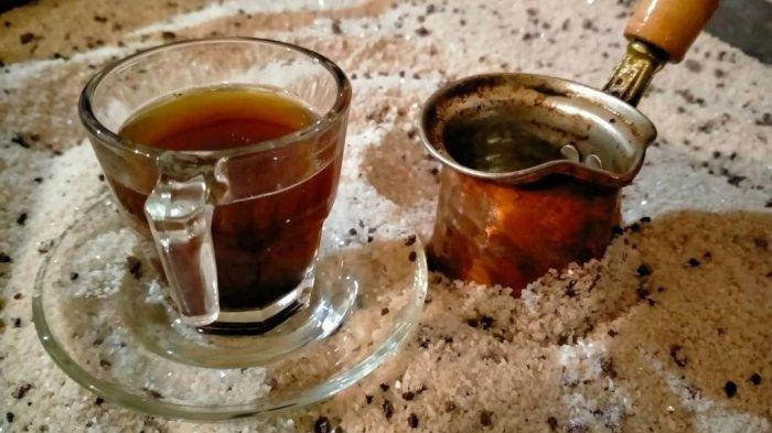 Warung Kopi Pasir, Tawarkan Sensasi Minum Kopi Khas Turki di Medan Hanya dengan Rp 15 Ribu