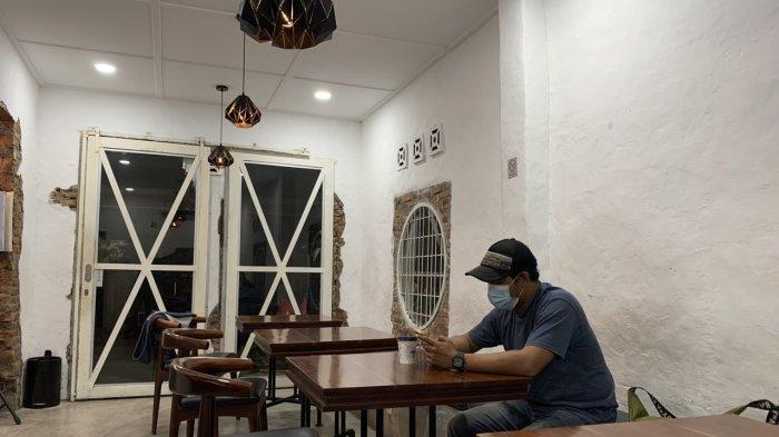 Akhirnya Coffe, Tempat Nongkrong di Medan yang Berkonsep Industrial