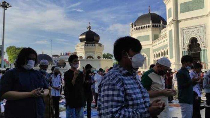 Warga Rela Lewat Jalan Memutar Demi Salat Idul Adha di Masjid Raya Al-Mashun