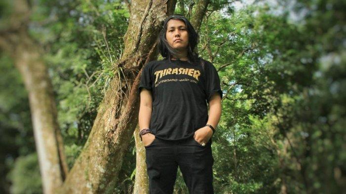 Dialah Salomo Fedricho Purba, Bersaing dengan Pelukis Senior di Pameran Sumatera Biennale 2016