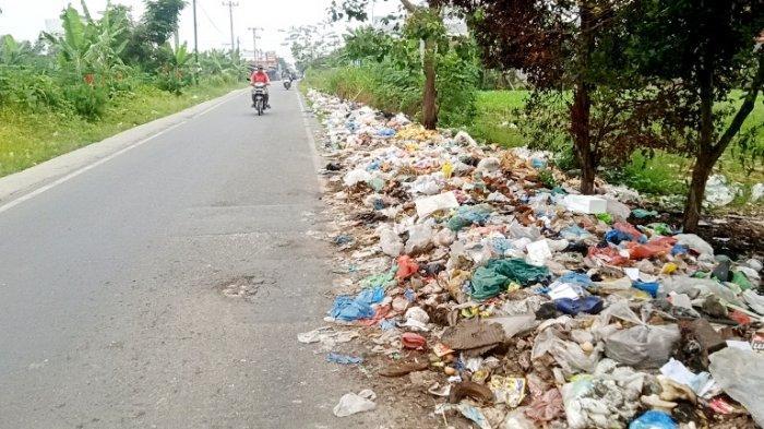 Dibiarkan Satu Bulan, Sampah Menumpuk di Deliserdang Timbulkan Bau Busuk dan Bikin Mual