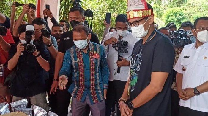 Bupati Toba Kenalkan Adian Nalambok pada Menteri Sandiaga Uno hingga Celetukan Kadis Perindakop Toba