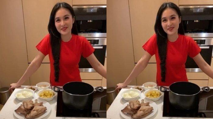 Sandra Dewi memasak opor ayam
