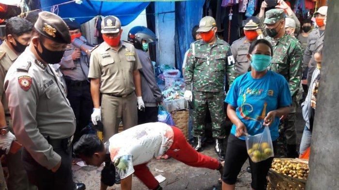 Tak Pakai Masker di Pasar Tradisional Siborongborong, Pedagang dan Pengunjung Disanksi Push-Up