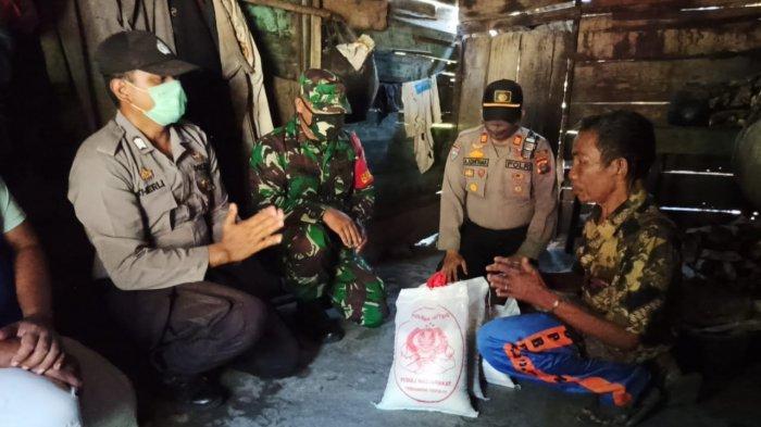 Sambut Hari Bhayangkara Ke-74, TNI dan Polisi Bantu Lansia dan Anak Yatim Piatu