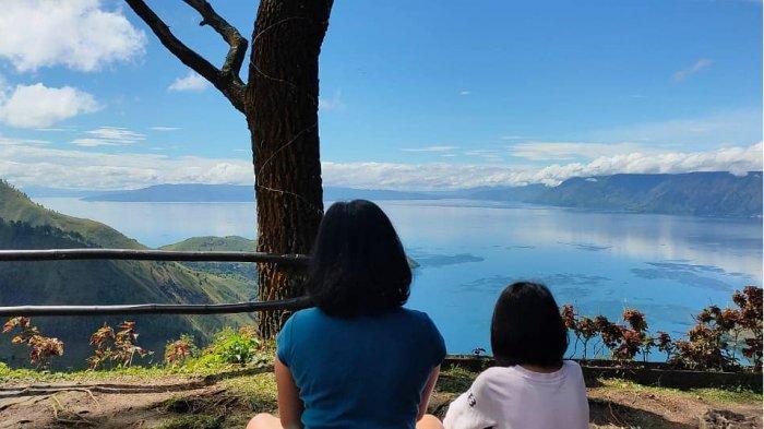 Menikmati Keindahan Danau Toba dari Sapo Juma