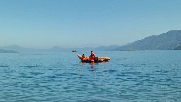 Orangtua Korban Hanyut Datang ke Danau Toba Ikut Cari Anaknya yang Hilang