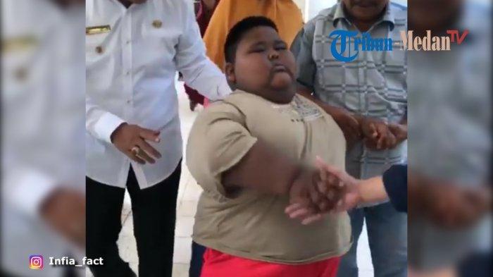 Satia, Bocah Obesitas Dibawa ke RS, Sempat tak Mau Turun dari Ambulans hingga Diberi Uang Rp 1 Juta