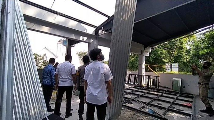 Tidak Sesuai IMB, Bangunan Samping SPBU Jalan Sudirman Dibongkar Satpol PP Medan