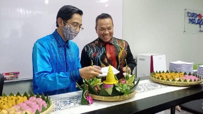 """Sesi ramah tamah bersama media yang bertajuk """"Satu Jam Bersama Tourism Malaysia Medan – Mengenal Lebih Dekat Tourism Malaysia"""" yang diadakan di Kantor Konsulat Jenderal Malaysia Medan pada Kamis (28/1/2021)."""