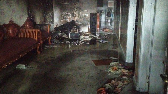 Di Tengah Hujan Deras Mengguyur Medan, Satu Rumah di Asrama Polisi Selambo Terbakar