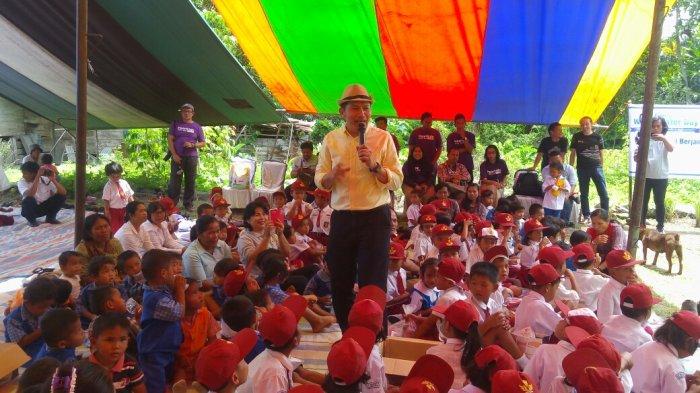 Pimpinan KPK Berdongeng Kepada Anak-anak Pinggiran Danau Toba
