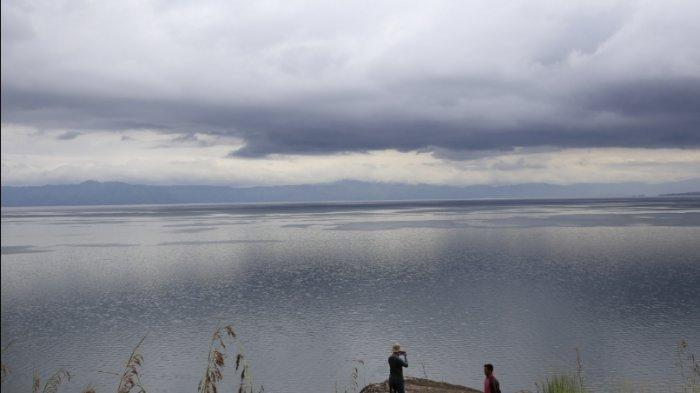 Batu Sigumbang, Bebatuan Raksasa Tempat Memandang Danau Toba di Silahisabungan