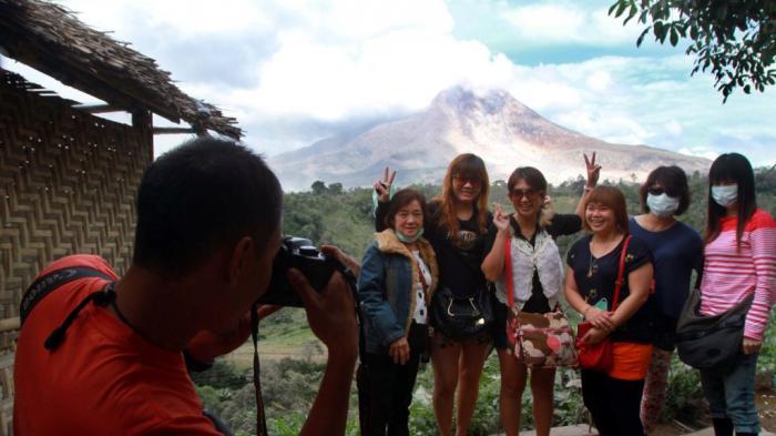 Sinabung Erupsi, Wisatawan Turun Drastis ke Tanah Karo