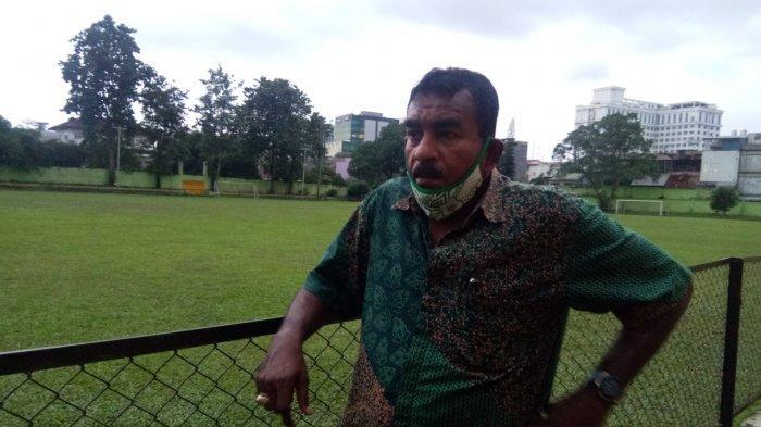 Sekretaris Umum (Sekum) PSMS Medan Julius Raja saat di Kebun Bunga.