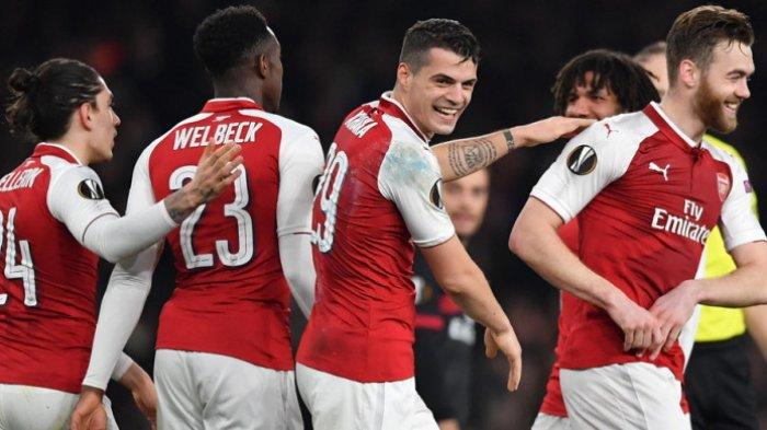 Selebrasi gelandang Arsenal, Granit Xhaka (tengah), saat merayakan gol yang ia cetak ke gawang AC Milan dalam laga leg 2 babak 16 besar Liga Europa 2017-2018 di Stadion Emirates, London, Inggris, pada Kamis (15/3/2018).