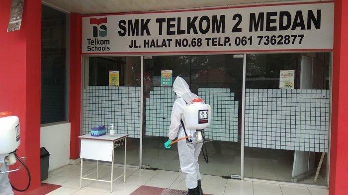 Cegah Covid-19, Personel Brimob Kembali Lakukan Penyemprotan Disinfektan di Tempat Umum