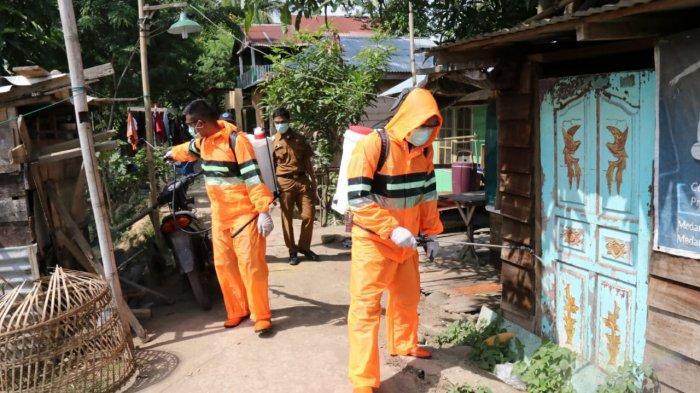 Gugus Tugas Covid-19 Kota Medan Semprot Cairan Disinfektan di Medan Labuhan