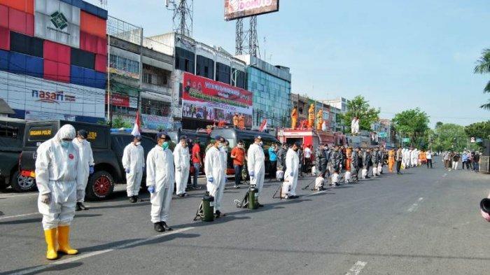 Pemko Medan Lakukan Penyemprotan Disinfektan Massal di Puluhan Ruas Jalan