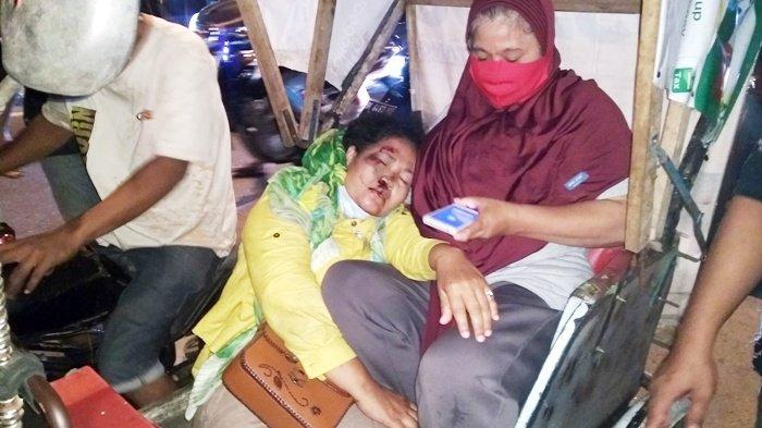 Seorang Ibu Pingsan Ditabrak RX King yang Melaju Bak Peluru, Korban Dilarikan ke RS Bhayangkara