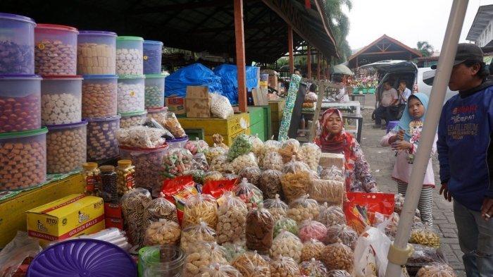 Jelang Lebaran, Omzet Penjualan Kue Kering di Medan Terjun Bebas