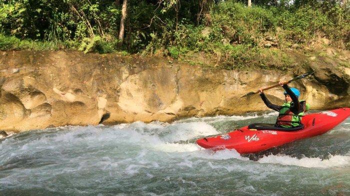Nikmati Sensasi Memacu Adrenalin dengan Bermain Kayak di Sungai Bingai Langkat