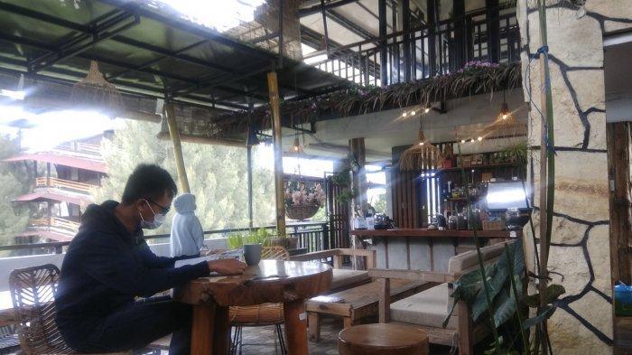 Menikmati Keindahan Berastagi Dari Ketinggian di Cafe Kalang Ulu, Ada Beragam Menu Makanan Enak