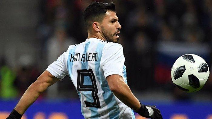 Aksi striker timnas Argentina, Sergio Aguero, saat tampil melawan timnas Rusia dalam laga uji coba di Stadion Luzhniki, Moskva, pada 11 November 2017.